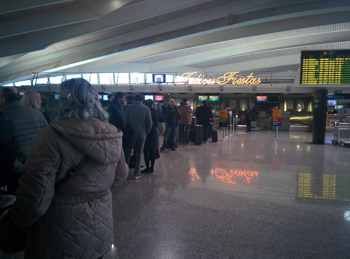 Foto Cola Aeropuerto